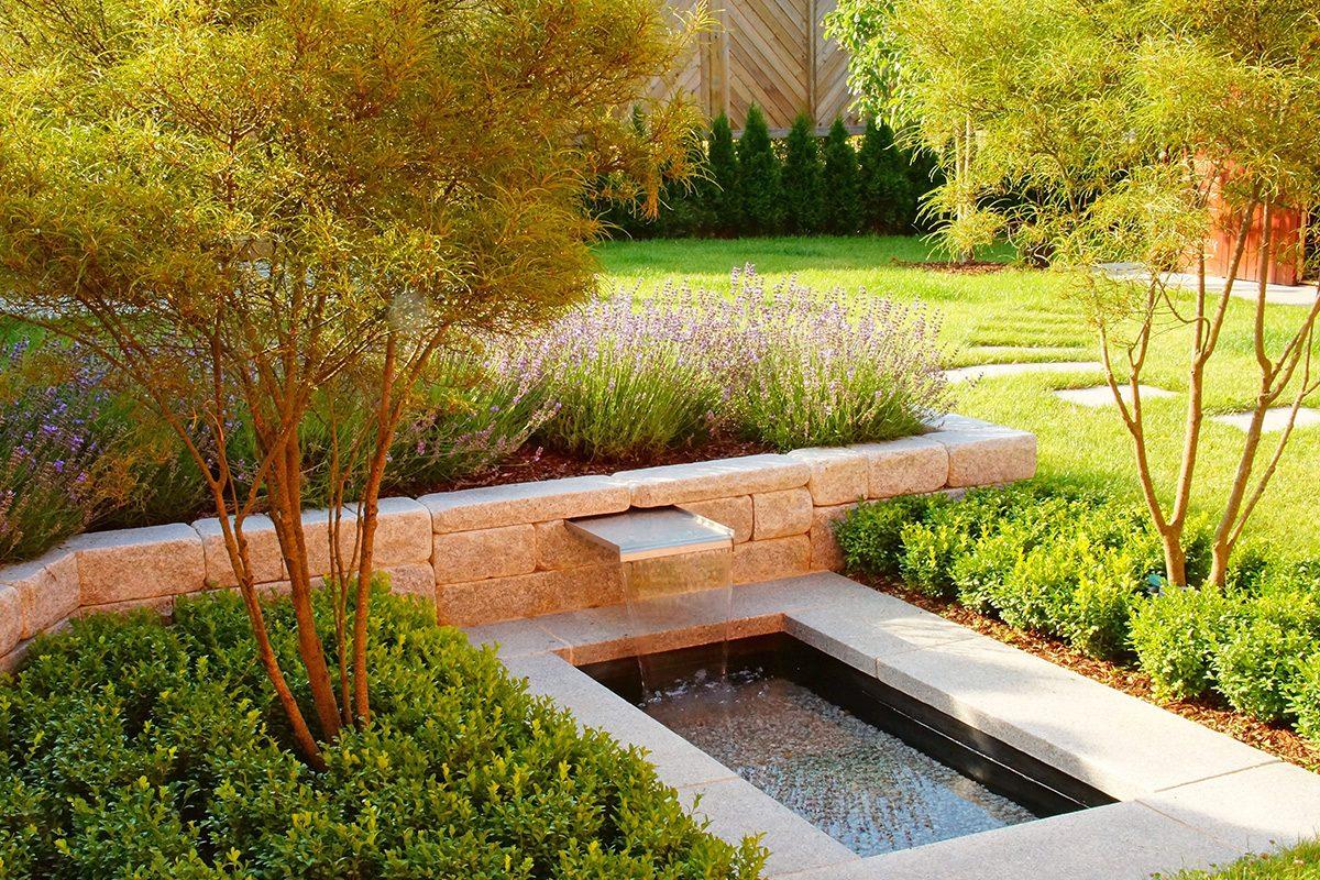 Garten mit Brunnen